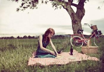 Момиче сред природата